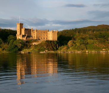 Dunvegan Castle Library Pics (31)