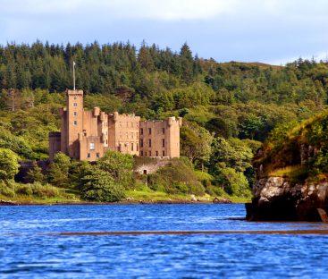 Dunvegan Castle Library Pics (34a)